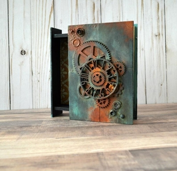 Picture of Rusty Steampunk Wooden Box
